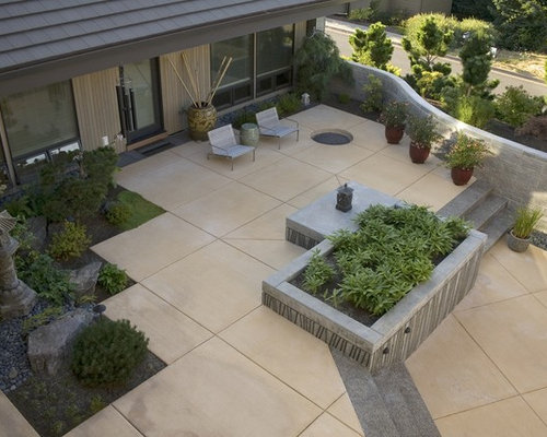 Square concrete patio home design ideas pictures remodel for Modern backyard ideas