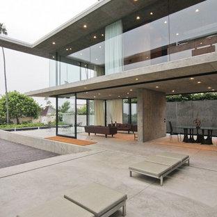 Foto di un patio o portico minimalista con nessuna copertura