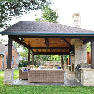 Immagine di un patio o portico country dietro casa con cemento stampato