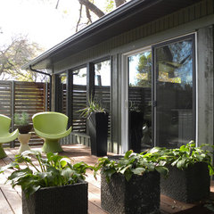 modern patio by Sarah Greenman