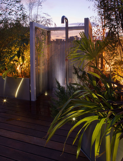 Tropical Patio by Nick Leith-Smith Architecture + Design