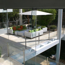 Contemporary Patio by Dan and Hila Israelevitz- Architects