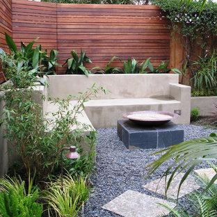 Создайте стильный интерьер: дворик в современном стиле с покрытием из гравием без защиты от солнца - последний тренд