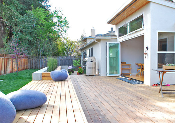 Modern Patio by Ojanen_Chiou architects LLP