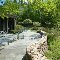 Traditional Patio by Paul Maue Associates Landscape Architects
