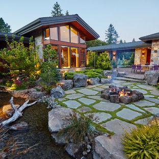 Idee per un patio o portico stile rurale con un focolare e nessuna copertura