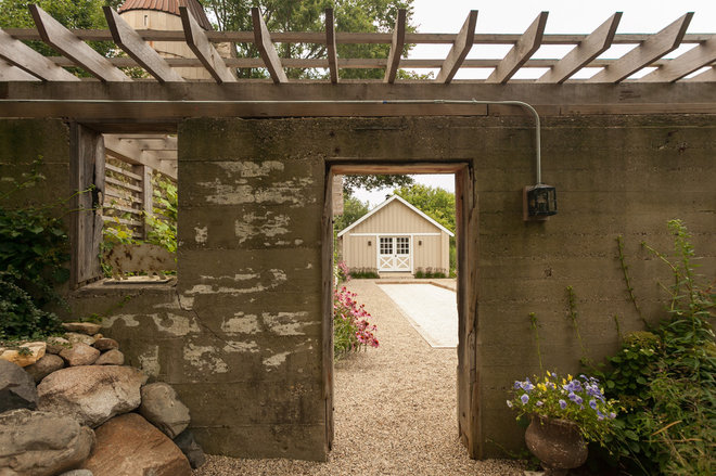 Farmhouse Patio by Greenhaven Landscapes Inc