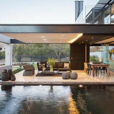Contemporary Patio by Nico van der Meulen Architects