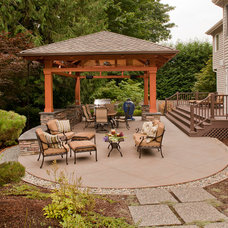 Traditional Patio by Tenhulzen Residential