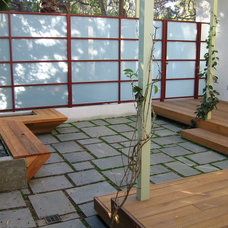 Modern Patio by emily jagoda