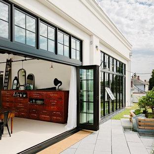Esempio di un patio o portico industriale