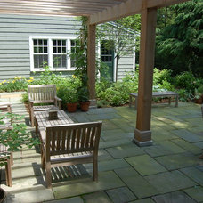 Traditional Patio by Paul Maue Associates Landscape Architects