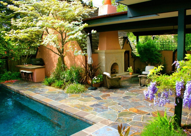 Traditional Patio by Change of Seasons - Gary Kernick
