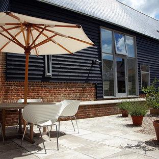 Esempio di un patio o portico boho chic di medie dimensioni e in cortile con pavimentazioni in cemento