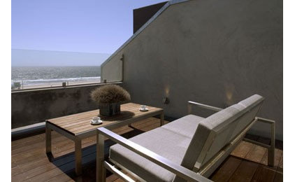 Modern Patio by Ehrenclou Architects