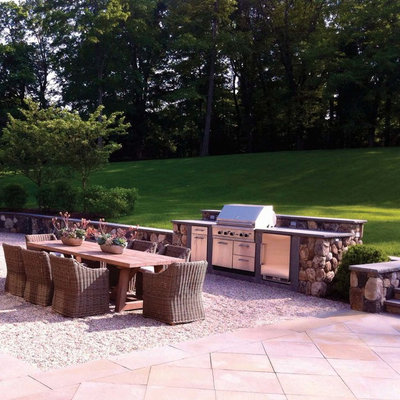 Inspiration for a mid-sized timeless backyard gravel patio remodel in New York with no cover