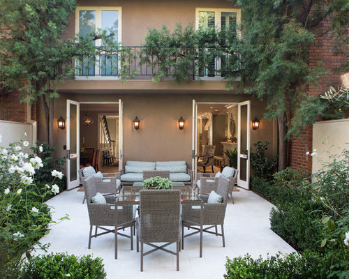 Example Of A Classic Backyard Patio Design In Los Angeles