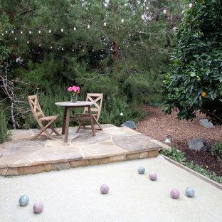 Immagine di un patio o portico tradizionale in cortile con ghiaia