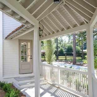 Design ideas for a victorian patio in Miami.