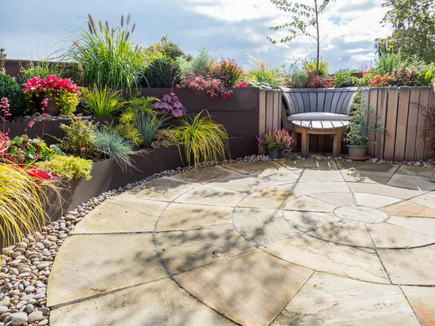 Traditional Patio by Earth Designs Garden and Build London and Essex