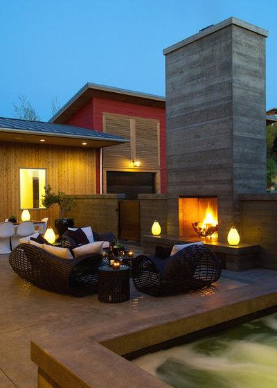 Modern Patio by Rozewski & Co., Designers, LLC