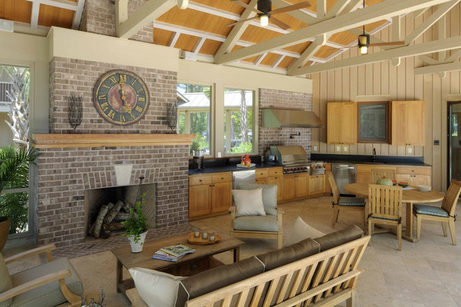 Rustic Porch by Frederick + Frederick Architects