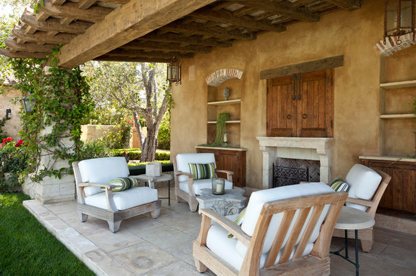 Mediterranean Patio by Naylor & Son's Plastering Co. Inc.