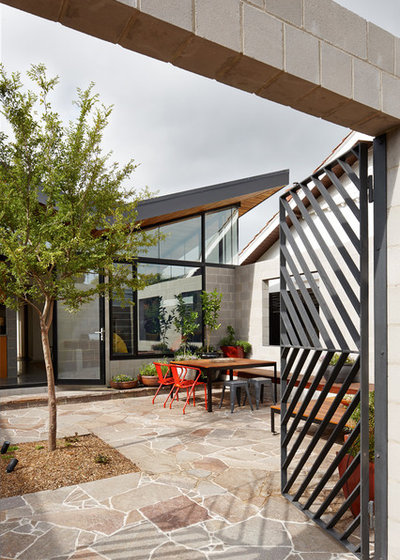 Contemporary Patio by MRTN Architects