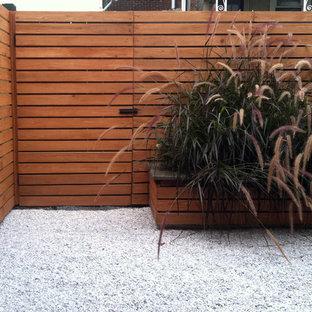 Idee per un piccolo patio o portico bohémian dietro casa con ghiaia e nessuna copertura
