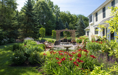 Patio of the Week: Cottage Garden-Inspired Style for a Farmhouse