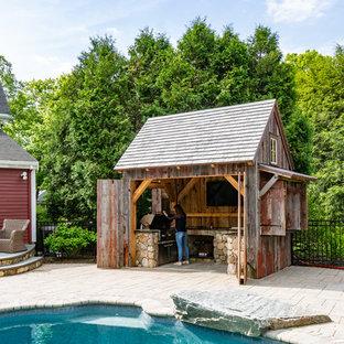 Landhaus Patio hinter dem Haus mit Outdoor-Küche in Boston