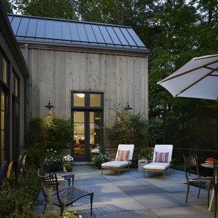 Idee per un patio o portico country con nessuna copertura e cemento stampato