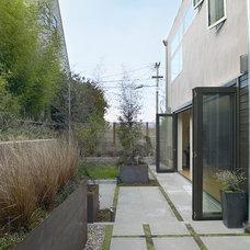 Modern Patio by Feldman Architecture, Inc.