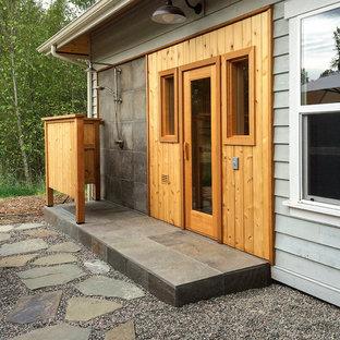 Foto di un patio o portico contemporaneo di medie dimensioni e dietro casa con ghiaia e un tetto a sbalzo