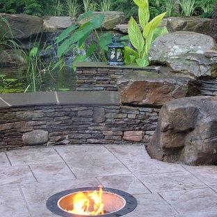Ispirazione per un piccolo patio o portico chic