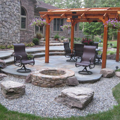 traditional patio by Poole's Stone and Garden, Inc.