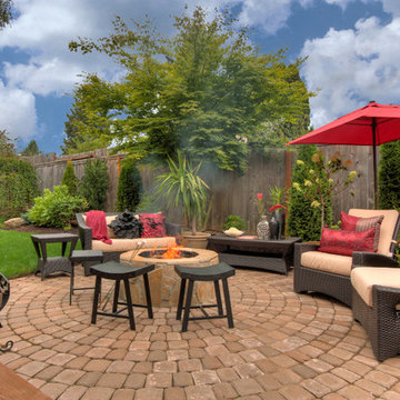 Fire pit - Water feature - Pergola - Paver courtyard