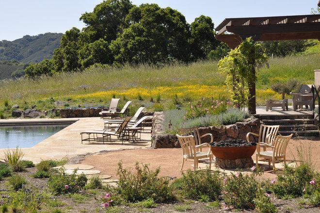 Rustic Landscape by Arterra LLP Landscape Architects