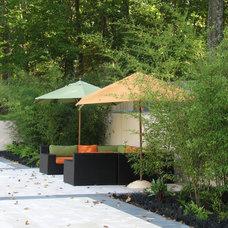 Modern Patio by Plusen Landscape Architects