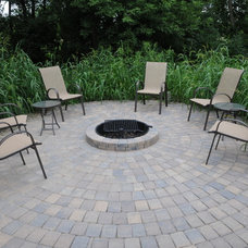 Traditional Patio by Villa Landscapes