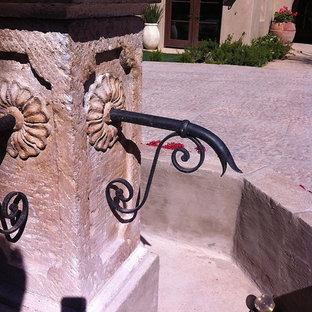 Esempio di un patio o portico mediterraneo