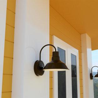 Ispirazione per un patio o portico country di medie dimensioni e davanti casa con pedane e un tetto a sbalzo