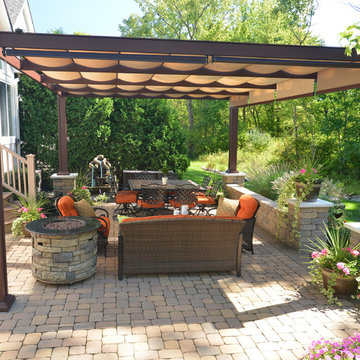 Free-standing Bungalow bronze aluminum structure with canopies