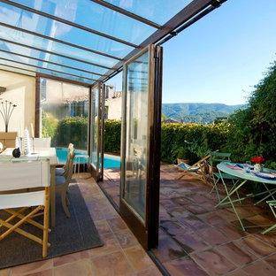 Cette image montre une terrasse et balcon rustique de taille moyenne.