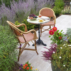 Traditional Patio by John Montgomery Landscape Architects