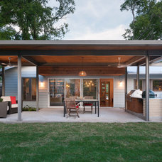 Contemporary Patio by Rick & Cindy Black Architects