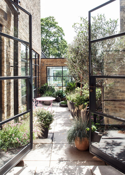 Industrial Patio by Red Squirrel Architects Limited