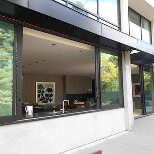 Ispirazione per un ampio patio o portico minimalista