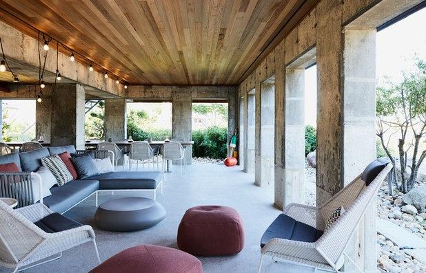 Coastal Patio by RUHL STUDIO Architects