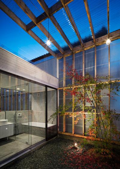 モダン テラス・中庭 by Yoshi Architects